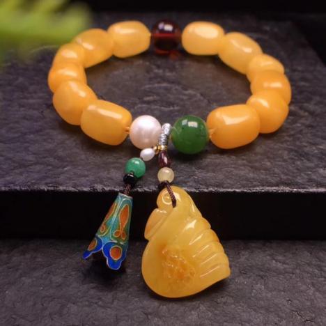 老蜜蜡手链,款式漂亮,颜色亮丽图片