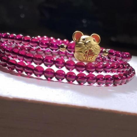 天然紫牙乌石榴石手链,搭配硬金,鼠来宝图片