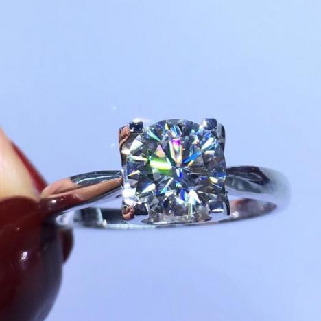 牛头款18K金莫桑钻戒指,裸石1克拉图片