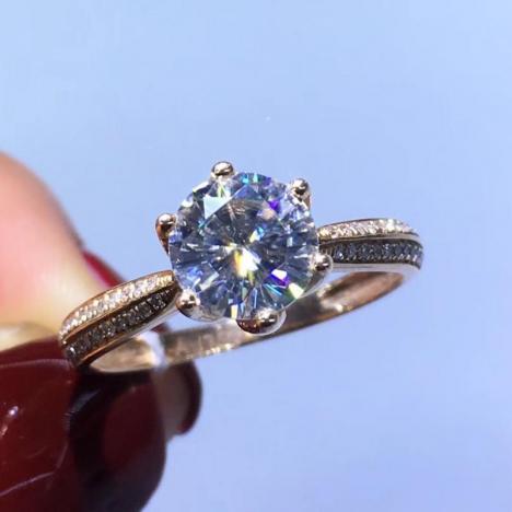 1克拉莫桑钻戒指,六爪款,18K金镶嵌图片