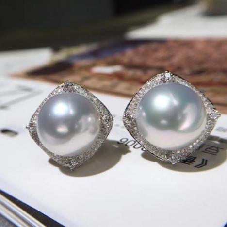 精品天然澳白珍珠耳环,18K金钻石镶嵌图片