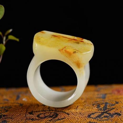 天然和田玉籽料戒指,内径20.5毫米