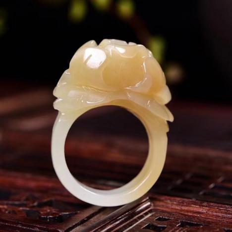 天然和田玉糖玉牡丹花戒指,花开富贵