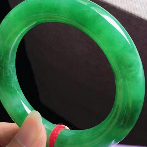 天然A货翡翠手镯,满绿圆条手镯  圈口54图片