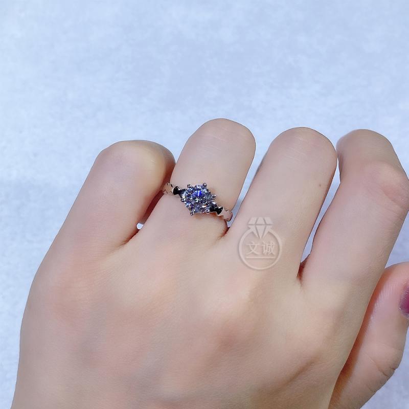 光臂蜂巢活口莫桑钻戒指1克拉,D色VVS净度,银镶嵌,可定制18K金