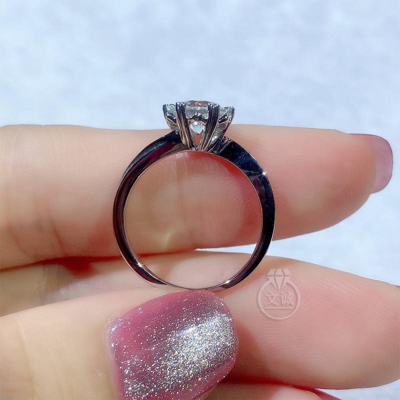 扭臂雪花莫桑钻戒指50分1克拉,D色VVS净度,银镶嵌,可定制18K金