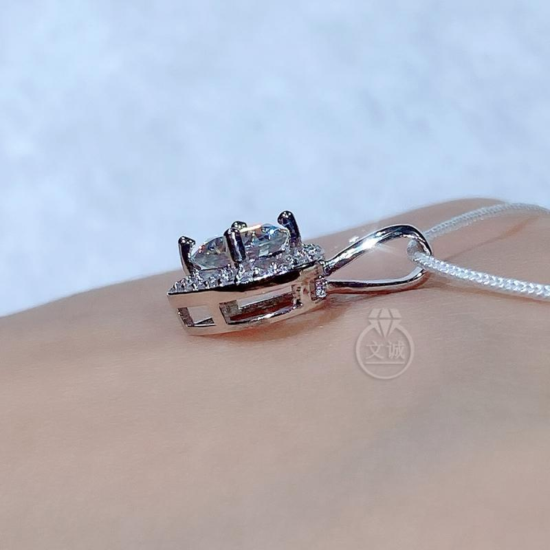 心形莫桑钻吊坠1克拉,D色VVS净度,银镶嵌,可定制18K金