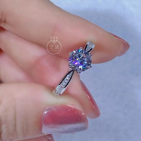 六爪小蛮腰莫桑钻戒指1克拉,D色VVS净度,银镶嵌,可定制18K金