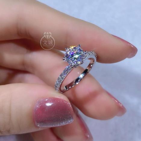 六爪窄臂微镶莫桑钻戒指1克拉,D色VVS净度,银镶嵌,可定制18K金
