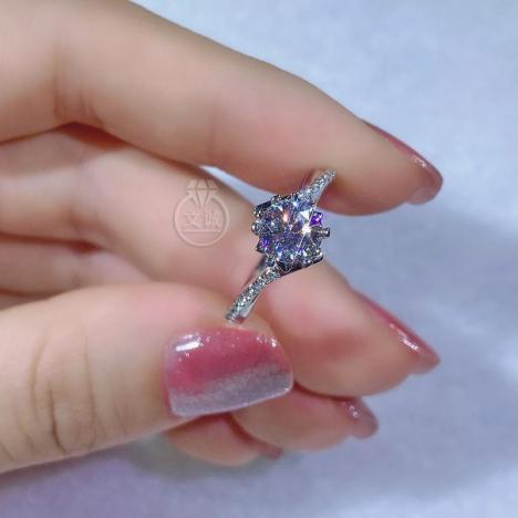 扭臂雪花微镶莫桑钻戒指50分1克拉2克拉,D色VVS净度,银镶嵌,可定制18K金图片
