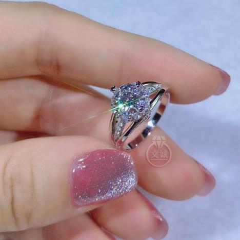 花朵宽臂莫桑钻戒指1克拉,D色VVS净度,银镶嵌,可定制18K金图片