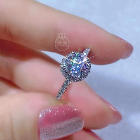 高托圆包款莫桑钻戒指1克拉,D色VVS净度,银镶嵌,可定制18K金