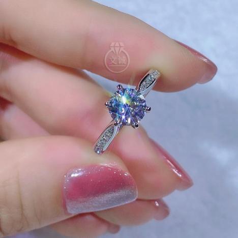 时来运转小蛮腰莫桑钻戒指50分1克拉,D色VVS净度,银镶嵌,可定制18K金图片