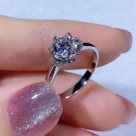 为爱加冕莫桑钻戒指1克拉,D色VVS净度,银镶嵌,可定制18K金