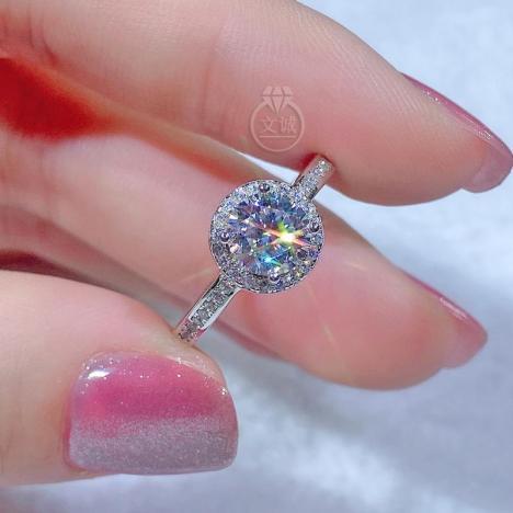 经典圆包款莫桑钻戒指50分1克拉,D色VVS净度,银镶嵌,可定制18K金