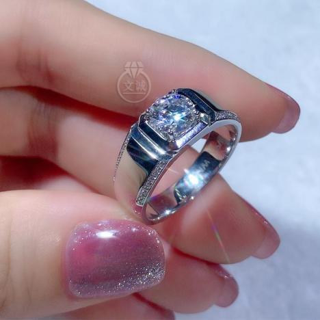 *男戒微镶莫桑钻戒指1克拉,D色VVS净度,银镶嵌,可定制18K金