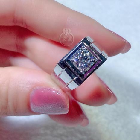 *男戒宽版莫桑钻戒指1克拉,D色VVS净度,银镶嵌,可定制18K金