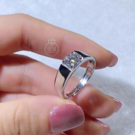 平板男戒莫桑钻活口戒指1克拉2克拉,D色VVS净度,银镶嵌,可定制18K金