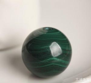 佩戴孔雀石的功效作用好处坏处是什么,看完你还买孔雀石吗?