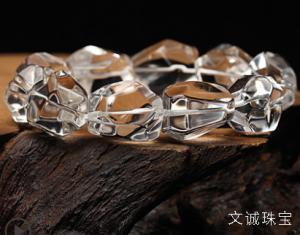佩戴天然水晶的功效作用,好处坏处是什么,看完还买水晶吗?