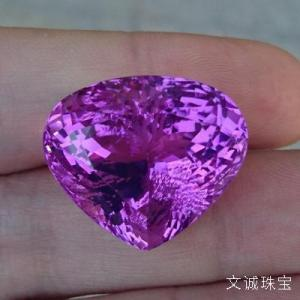 紫锂辉石的功效与作用是什么,佩戴紫锂辉石有什么好处