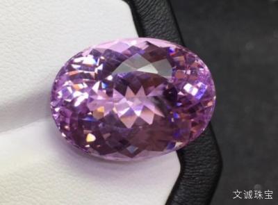 紫锂辉石的功效与作用介绍,一种昂贵又娇气的夜宝石