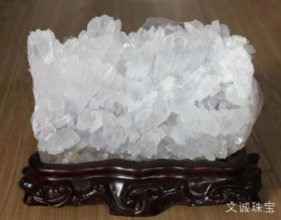 天然水晶的寓意灵性作用是什么,天然水晶含义寓意有哪些