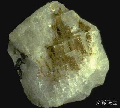 冰晶石的鉴定参数,透明度、种类、主要用途、图片