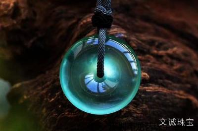 翡翠的寓意灵性作用是什么,翡翠含义寓意有哪些