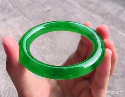 满绿翡翠手镯价格影响因素,满绿翡翠手镯估价