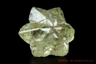 金绿宝石的寓意灵性作用是什么,金绿宝石含义寓意有哪些