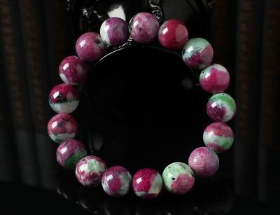 红绿宝手链戴哪只手合适,佩戴红绿宝石有什么忌讳?