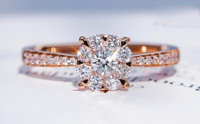 如何挑选钻石戒指呢?钻石戒指的选购技巧