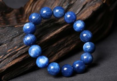 佩戴蓝晶石有什么好处和作用,戴蓝晶石手链吊坠好处有哪些?