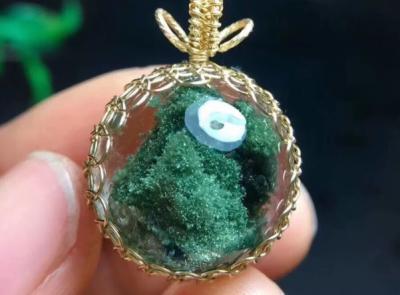 佩戴绿幽灵水晶有什么好处和作用,戴绿幽灵手链吊坠好处?