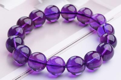 佩戴天然紫水晶有什么好处和作用,戴紫水晶手链吊坠好处?