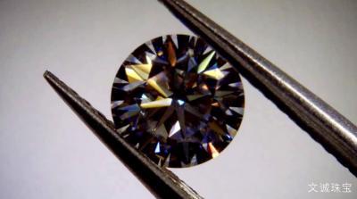 莫桑钻的折射率,莫桑钻的硬度,密度特征
